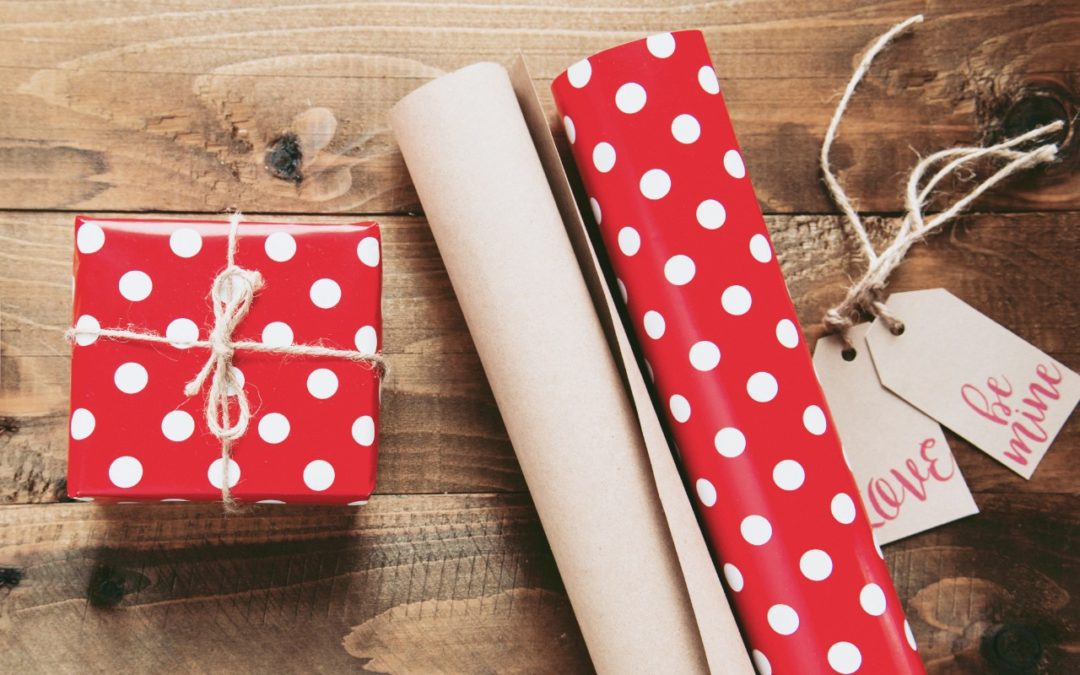 Gift Giving Office Etiquette Tips